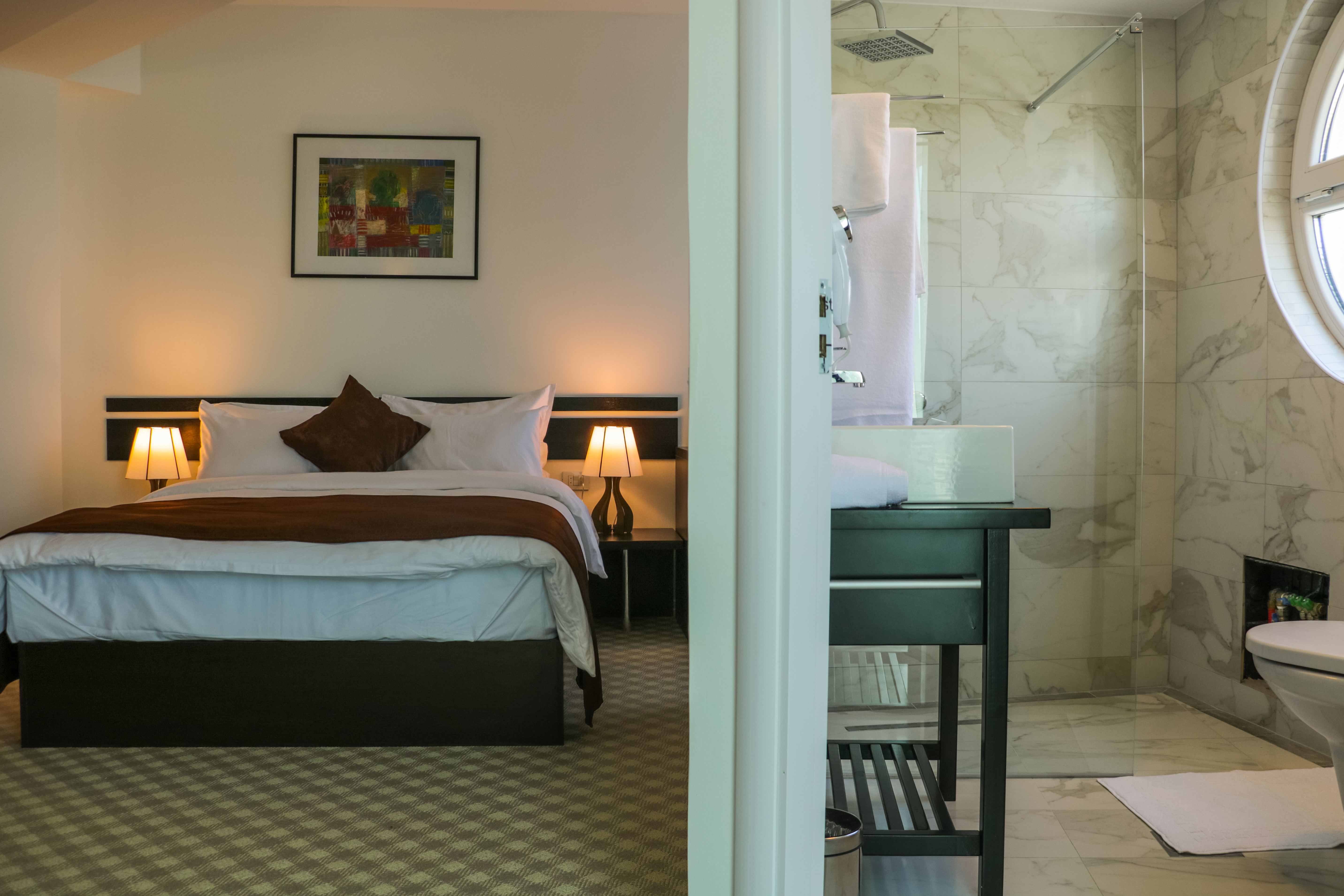 30-Double Room with Queen Bed